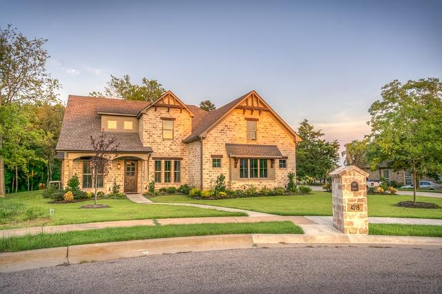 Zalety budowy domu drewnianego