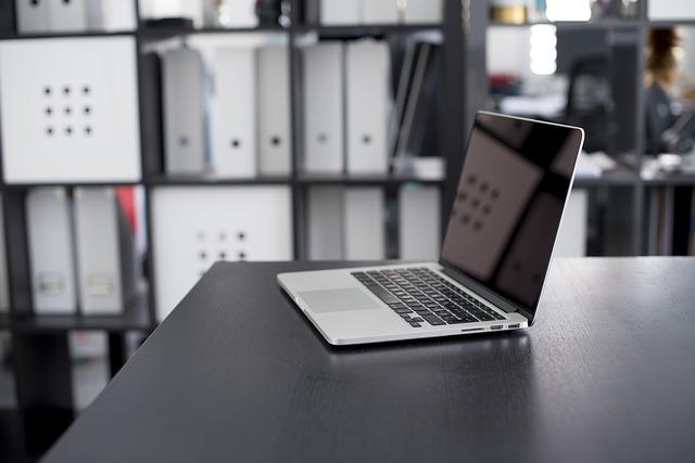 Komputer w prasie zwijającej